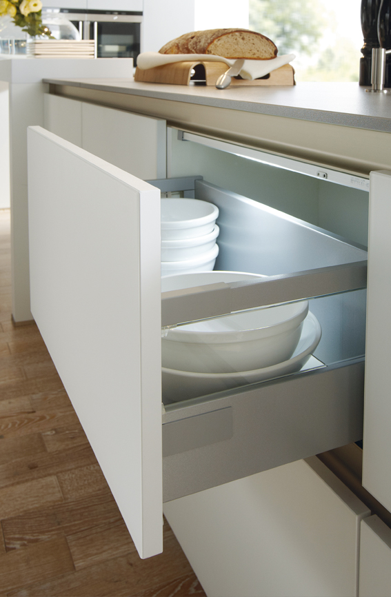 White Polaris Glasline drawer detail.